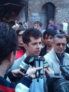 Presentazione ufficiale del candidato a Sindaco Tommaso Grassi. Firenze, Ponte Vecchio, 15 aprile 2014. Foto di Mauro Sirigu.